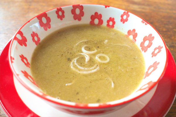 Bell pepper and leek soup